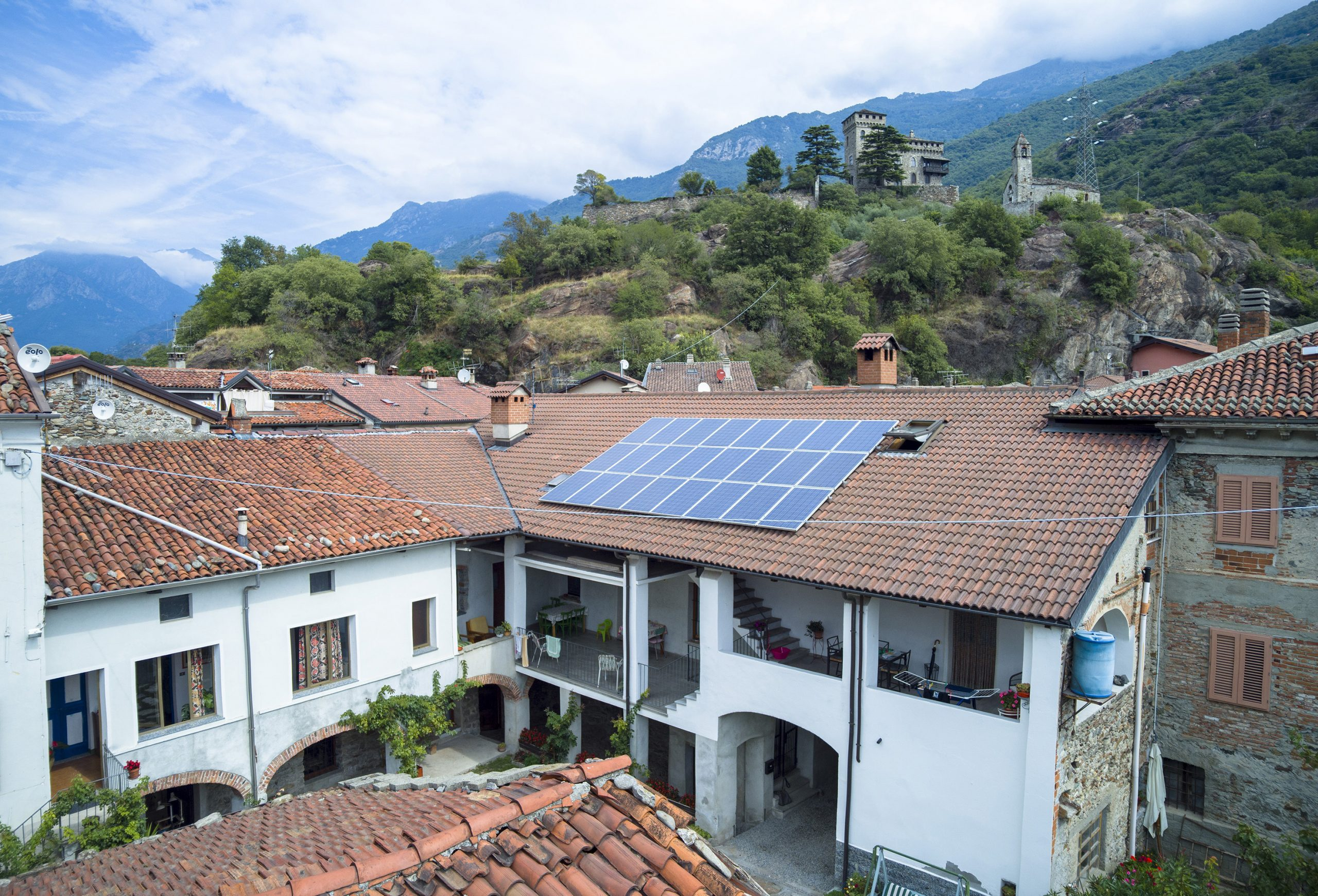 Photovoltaic system for clean and renewable energy Solar panels