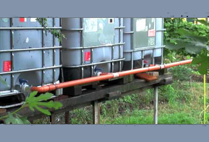Rainwater collection and irrigation without waste of precious drinking water